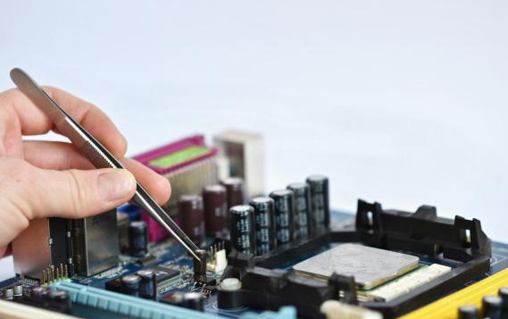 hire a professional laptop repair service